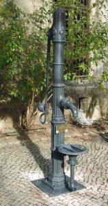 Diese Pumpe haben wir nach 50-jähriger Ruhepause wieder in Gang gebracht.Sie befindet sich im evangelischen Augustinerkloster in Erfurt.